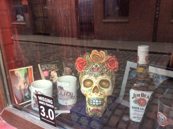 skull-window