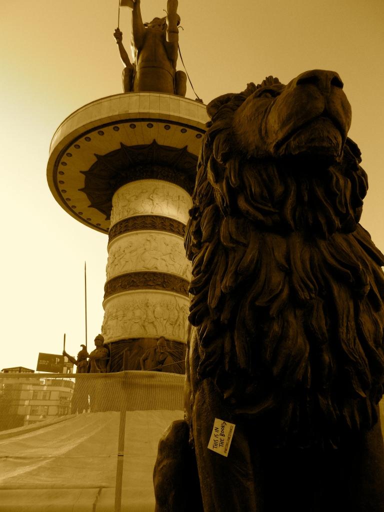 BALANCE of Leo (Lion) and Aquarius (Alexander)